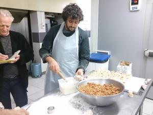 Fabrication du petit pâté de Pézenas avec M. Lallemand